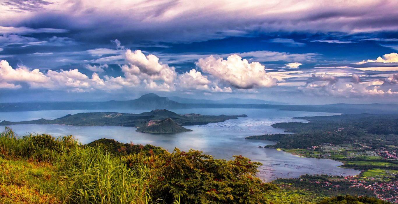 The Largest Lakes in the Philippines | phmillennia.com | Featured Image by Ray in Manila on Flickr (modified)